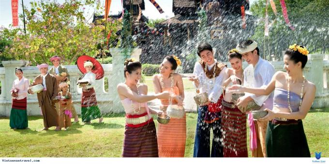 Tại đất nước chùa vàng Thái Lan, người dân ăn Tết âm lịch 3 ngày giống Việt Nam