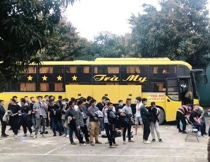 Nhóm người này được đưa về Trung tâm Y tế huyện Hưng Nguyên