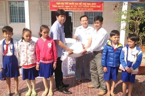 Thanh Hóa cấp hơn 1.300 tấn gạo cho gần 22.000 học sinh thuộc diện khó khăn