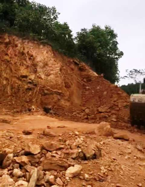 Khu vực Công ty Cổ phần Đông Bắc khai thác đất trái phép tạiĐồng Lấm, xã Thanh Kỳ