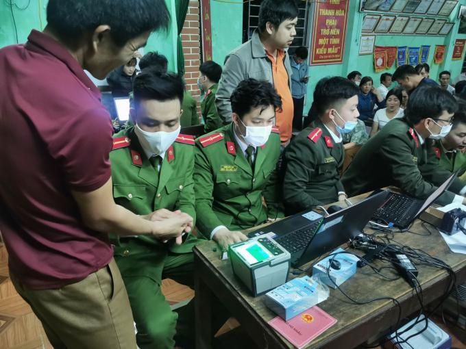 Công an huyện Ngọc Lặc đã hoàn thành việc cấp thẻ căn cước công dân gắn chip điện tử cho 70.000 người