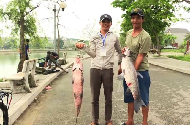 Các cần thủ trổ tài câu cá tại giải đấu