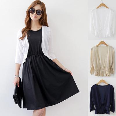 Mẫu áo khoác len cardigan sắc đen trắng kiểu dáng basic nên có trong tủ đồ của nàng.