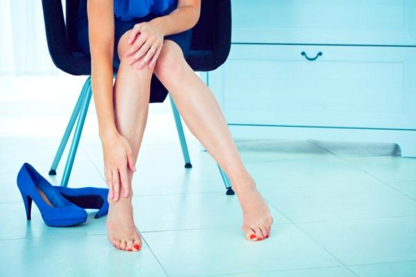 Nếu đi giày cao gót thường xuyên, có thể làm hại vóc dáng và sức khỏe của bạn.