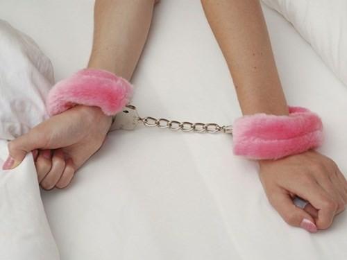 Đồ chơi tình dục có thể tăng mức độ hưng phấn trong quá trình quan hệ, đồng thời cũng gây ra tác hại xấu.