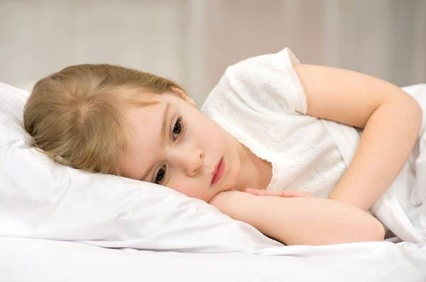 Bố mẹ nên thăm khám thường xuyên cho con để có phát hiện sớm tình trạng này.