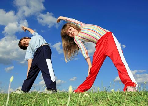 Tăng cường hoạt động thể dục thể thao để tránh dậy thì sớm.