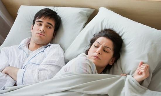 Đối với các cặp vợ chồng, cơn giận không chỉ có thể làm xấu đi mối quan hệ mà còn phá hỏng giấc ngủ của họ.