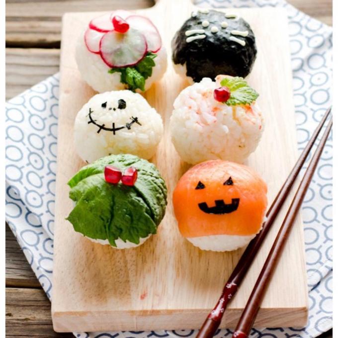 Khay sushi rùng rợn nhưng không kém phần đáng yêu.