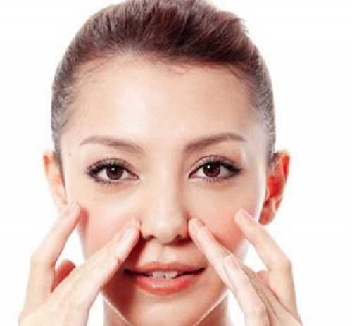 Bài tập làm sống mũi cao bằng massage cho mũi thêm dài.