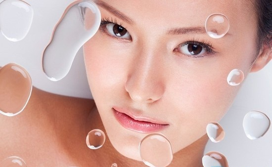 Làn da sau mụn vô cùng yếu ớt và cần được chăm sóc nhiều hơn.