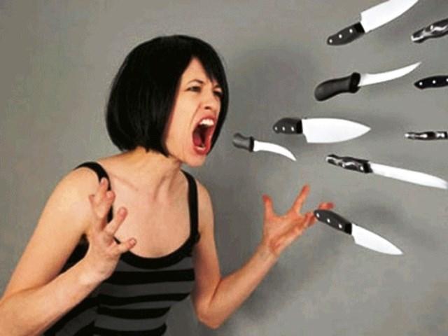 Sức mạnh vô hình của lời nói tiêu cực như lưỡi dao đâm thẳng vào trái tim của người khác.