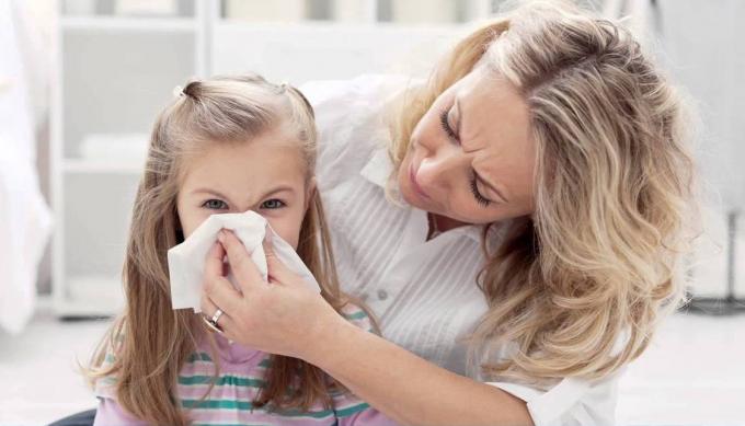 Thường xuyên uống nước gừng tươi cũng là cách giúp bạn phòng bệnh cảm cúm hữu hiệu.