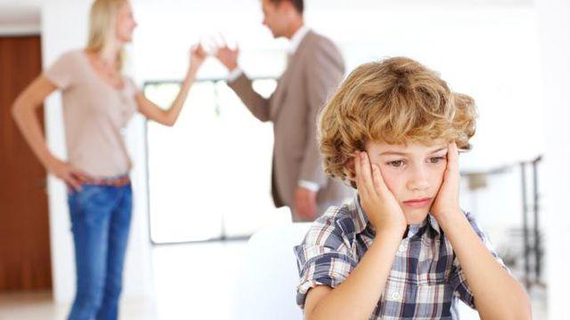 Xin cha mẹ đừng tạo gương xấu cho con!