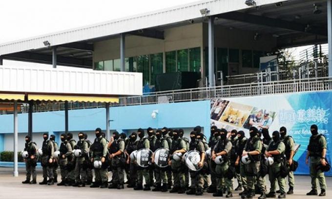Lễ ra quân của 70 thành viên lực lượng đặc biệt từ CSD tăng viện cho cảnh sát Hong Kong. Ảnh:SCMP