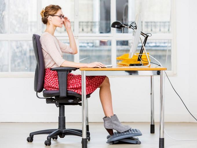 Tư thế ngồi đúng sẽ tránh nhiều bệnh tật, hỗ trợ công việc và đem lạitinh thần làm việc phấn chấnhơn cho bạn.