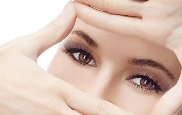 Bạn nên khám mắt mỗi 6 tháng nếu cận dưới ba diopter, và mỗi 3 tháng nếu cận trên ba diopter.