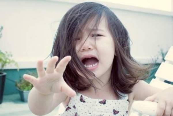 Cha mẹ ly hôn, con cái dễ rơi vàocảm giác mất mát, bị ruồng bỏ.