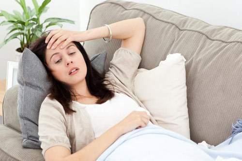 Nhiễm độc thai nghén có thể dẫn đến hôn mê, co giật, viêm tiết niệu, khó thở.