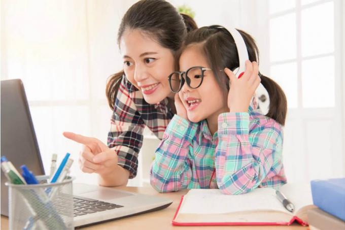 Cha mẹ cần sát sao hơn với con hơn, kiểm soát các nội dung con tải lên Youtube.