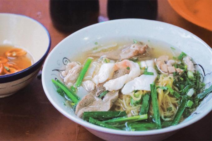 Món ăn ghi dấu bởi nguyên liệu chính là những thớ cá lóc chắc béo, tươi ngon nhất.