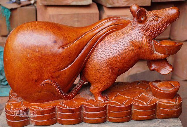 Tròn mắt với chú chuột gỗ khổng lồ nặng hơn 10kg, dài 60cm, cao 30cm hút khách