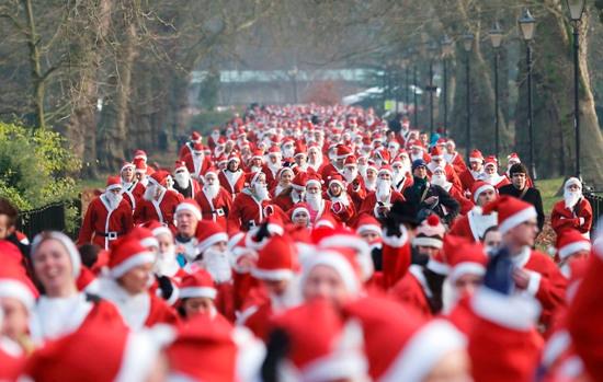 Giáng sinh vượt ra khỏi khuôn khổ tôn giáo và tràn ngập không khí yêu thương của mọi người trên thế giới.