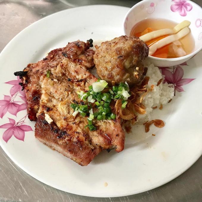 Cơm ở đây được đánh giá ngon nhất nhì trong các quán cơm tấm ngon ở Sài Gòn.