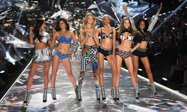 Dàn thiên thần bốc lửa trên sàn diễn của Victoria's Secret Fashion Show.