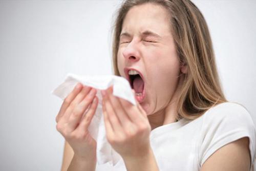 SARS - CoV có thể sống sót bên ngoài cơ thể tương đối bền vững, nhất là ở nhiệt độ thấp, thời tiết mát, lạnh.