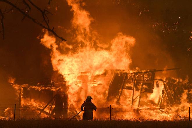 Chiến đấu với giặc lửa ở nhiều vùng thuộc bang New South Wales cuối năm 2019.