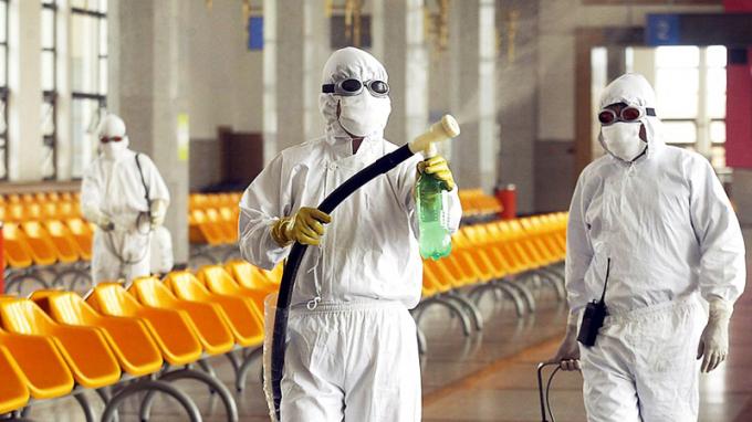 Các bác sĩ đã làm việc không ngừng nghỉ để điều trị cho bệnh nhân coronavirus.