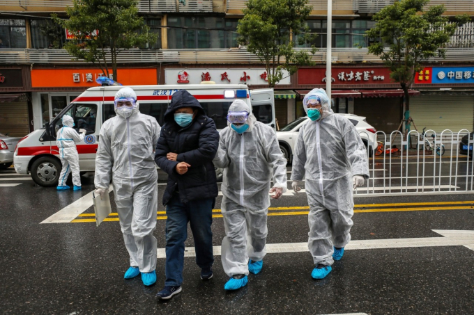 Hơn 500.000 nhân viên y tế trong tỉnh đã từ bỏ kỳ nghỉ Tết Nguyên đán và quay trở lại vị trí của họ để chiến đấu với căn bệnh chết người suốt ngày đêm.