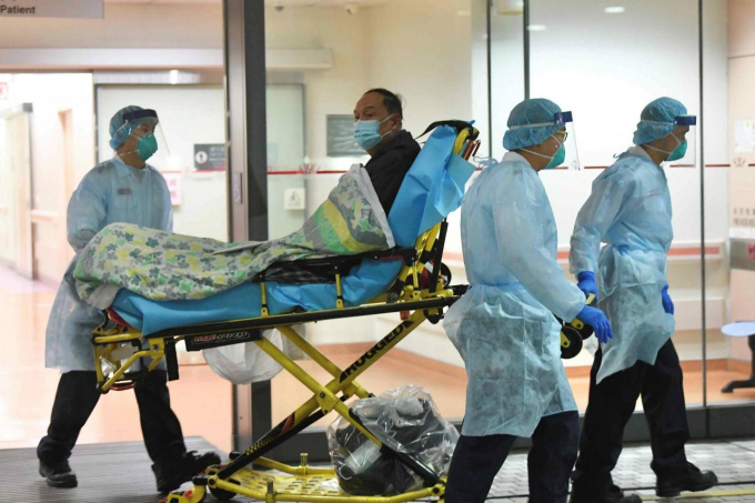 Hệ thống y tế công cộng tại Vũ Hán thực sự đang bị quá tải bởi nhu cầu xét nghiệm tăng cao và dần rơi vào thế mất kiểm soát.