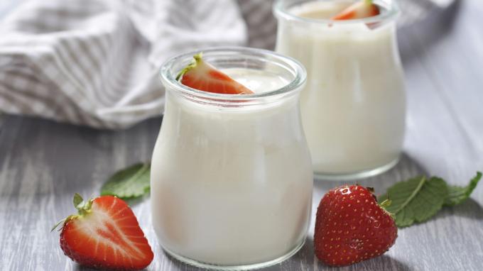 Sữa chua chứa các lợi khuẩn (probiotics) giúp hệ tiêu hóa cân bằng và hoạt động hiệu quả, tăng cường hệ miễn dịch.