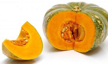 Hàm lượng vitamin C cao trong bí đỏ hỗ trợ chống lại được nhiều loại vi rút, vi khuẩn có hại.