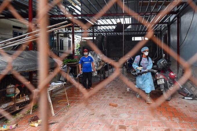 Trong ngày 12/2, UBND huyện Bình Xuyên đã tổ chức phun thuốc khử trùng trên toàn bộ địa bàn xã Sơn Lôi, tuy nhiên do địa bàn rộng lớn với diện tích 959,08 ha và gần 2.500 hộ dân, tỉnh Vĩnh Phúc đã tăng cường thêm cán bộ và máy phun thuốc của huyện Vĩnh Tường sang hỗ trợ.