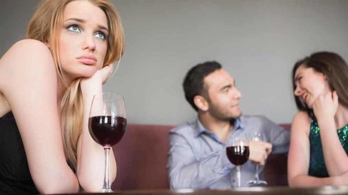 Chồng có con với bồ, nếu tôi kiện thì chồng có bị đi tù không?