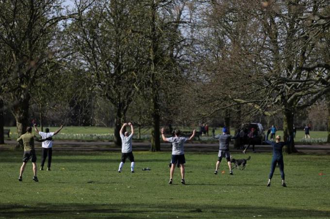 Người dân London, Anh tập thể dục tại công viên Greenwich.