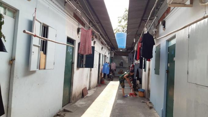 Dãy trọ nhà bà Dương nơi hơn 50 hộ gia đình làm nghề bán vé số sinh sống. Ảnh: Baomoi.com