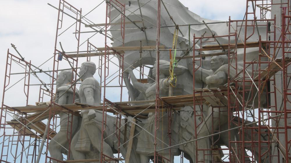 Huyện nghèo Quảng Nam xây tượng đài 14 tỷ đồng
