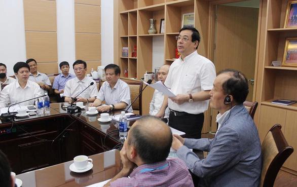 Hình ảnh tại cuộc họp của hội đồng chuyên môn của Bộ Y tế với các tổ chức quốc tế hôm 8/5. Ảnh: Tuổi Trẻ