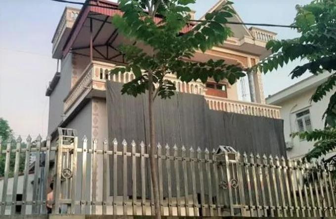 Một hộ gia đình ở nhà lầu nhưng vẫn có trong danh sách hộ nghèo, hộ cận nghèo ở Hòa Bình. Ảnh: VTC