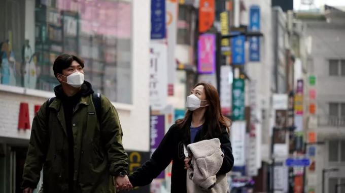Tại Hàn Quốc, đã xuất hiện 51 trường hợp bệnh nhận COVID-19 từng được xét nghiêm âm tính với virus Sars-CoV-2, nhưng sau đó lại dương tính. Ảnh:Reuters