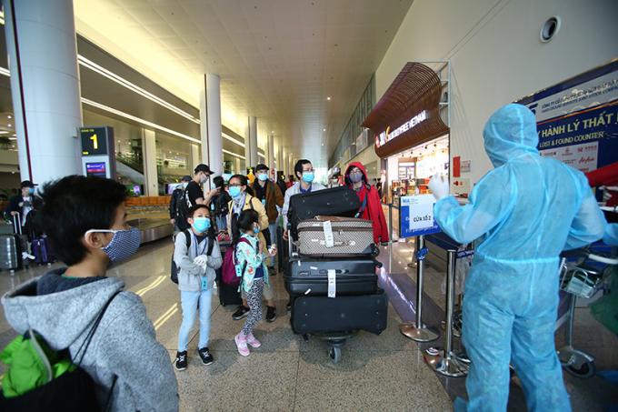 Nhiều chuyến bay đã được VNA thực hiện, đưa người Việt từ nước ngoài về nước tránh dịch COVID-19. Ảnh minh họa.