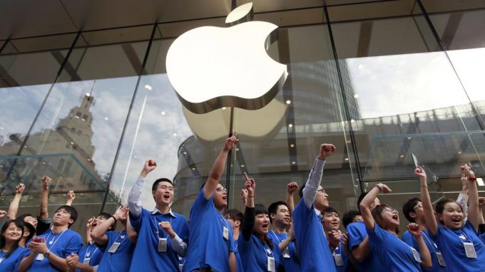 Từ tháng 3, Apple bắt đầu chuyển sản xuất khỏi Trung Quốc sang Việt Nam và tăng số lượng sản xuất tai nghe tại Việt Nam (với khoảng 4 triệu chiếc tai nghe được sản xuất trong quý II/2020). Ảnh minh họa.