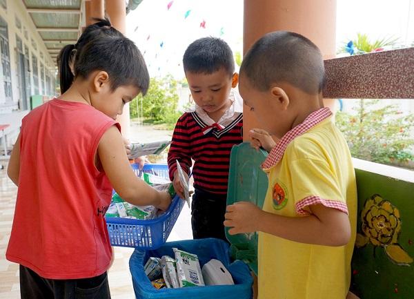 """Nhà trường thực hiện """"5K"""" và tăng cường dinh dưỡng cho học sinh trong mùa dịch"""