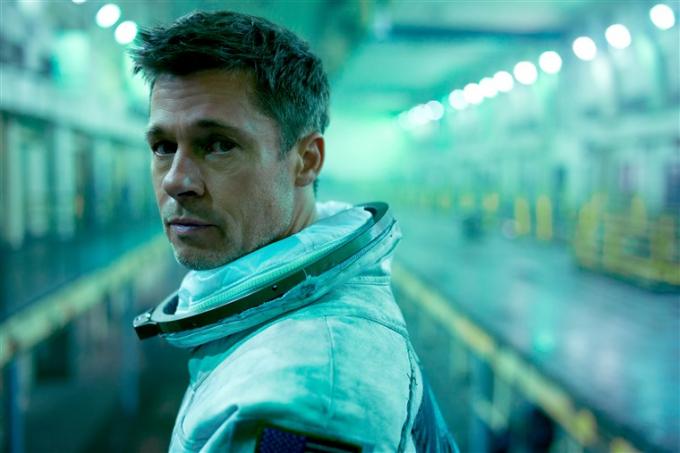 Ánh mắt ám ảnh của Brad Pitt trong Ad Astra