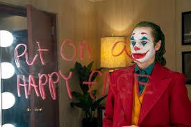 Arthur Fleck (Joauin Phoenix) khi chuẩn bị xuất hiện với cái tên Joker