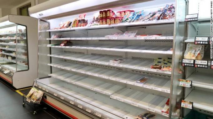Nhiều siêu thị ở Nhật đã hết sạch hàng hoá